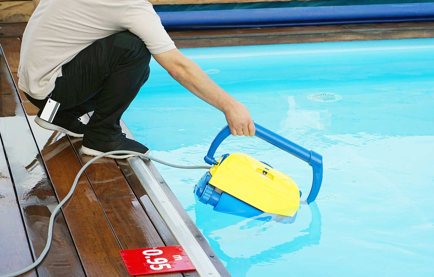Vacuum Your Pool Floor